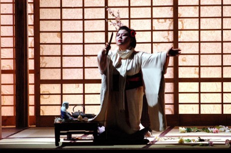 Madama butterfly teatro carlo felice streaming for Alberelli fioriti